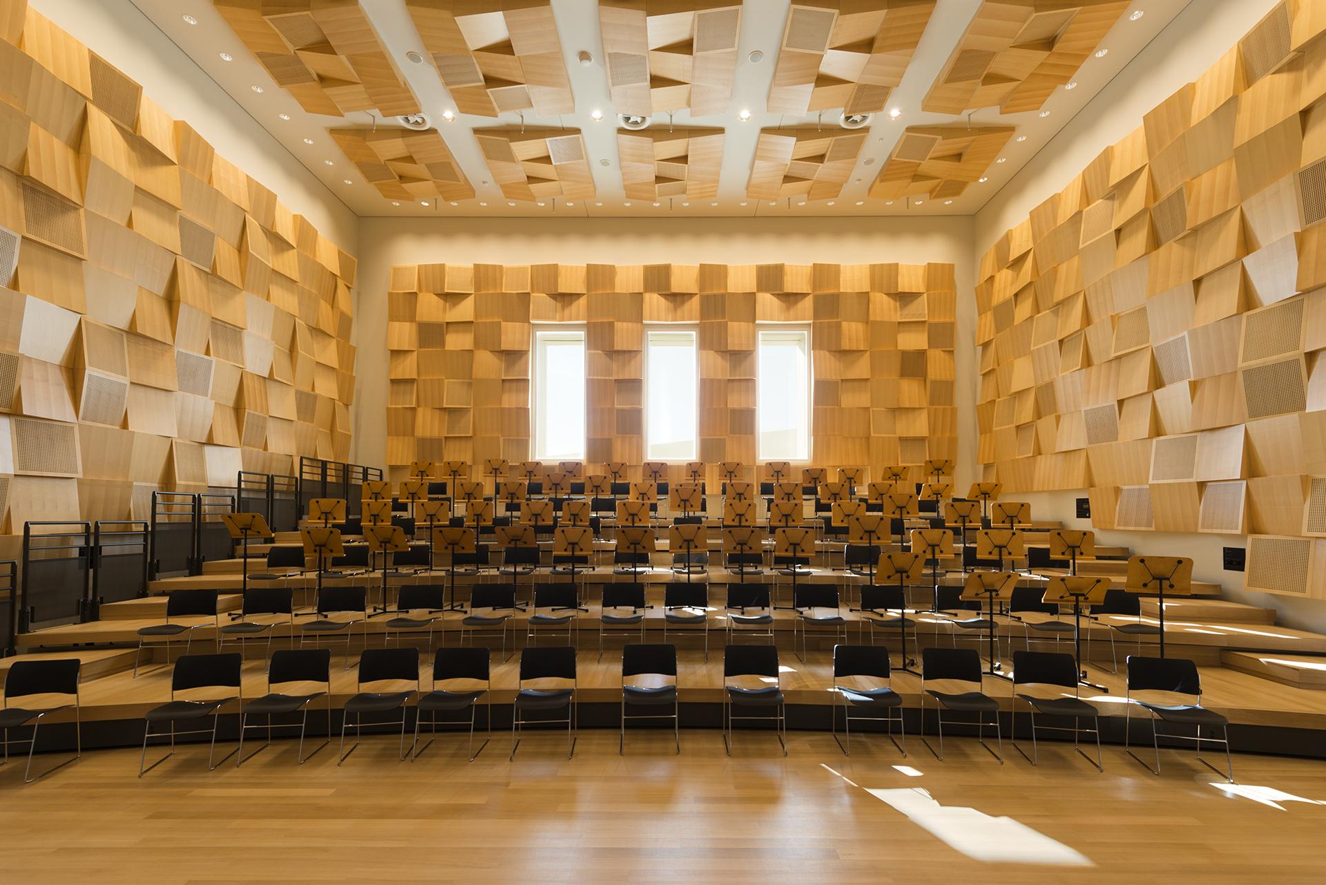 973f8829d145 Πέντε μεμονωμένοι χώροι δοκιμών για τους σολίστ μουσικούς.