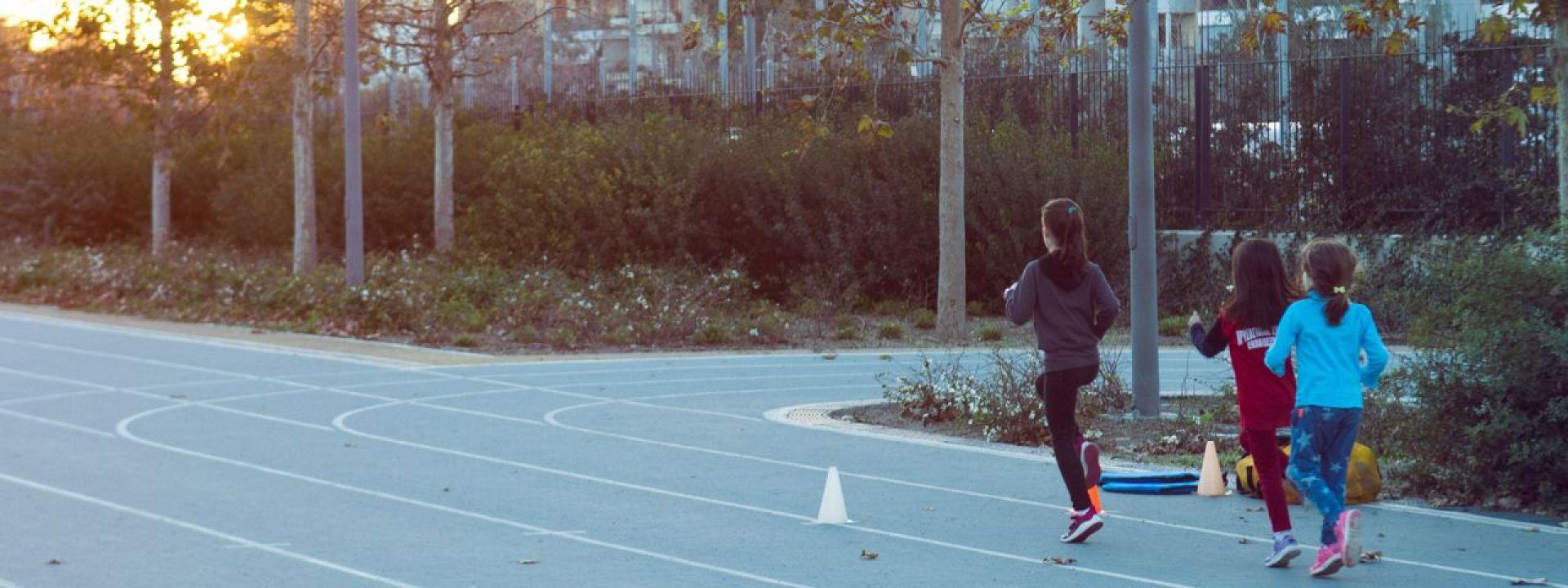 Φωτογραφία από παιδιά που τρέχουν στο ΚΠΙΣΝ