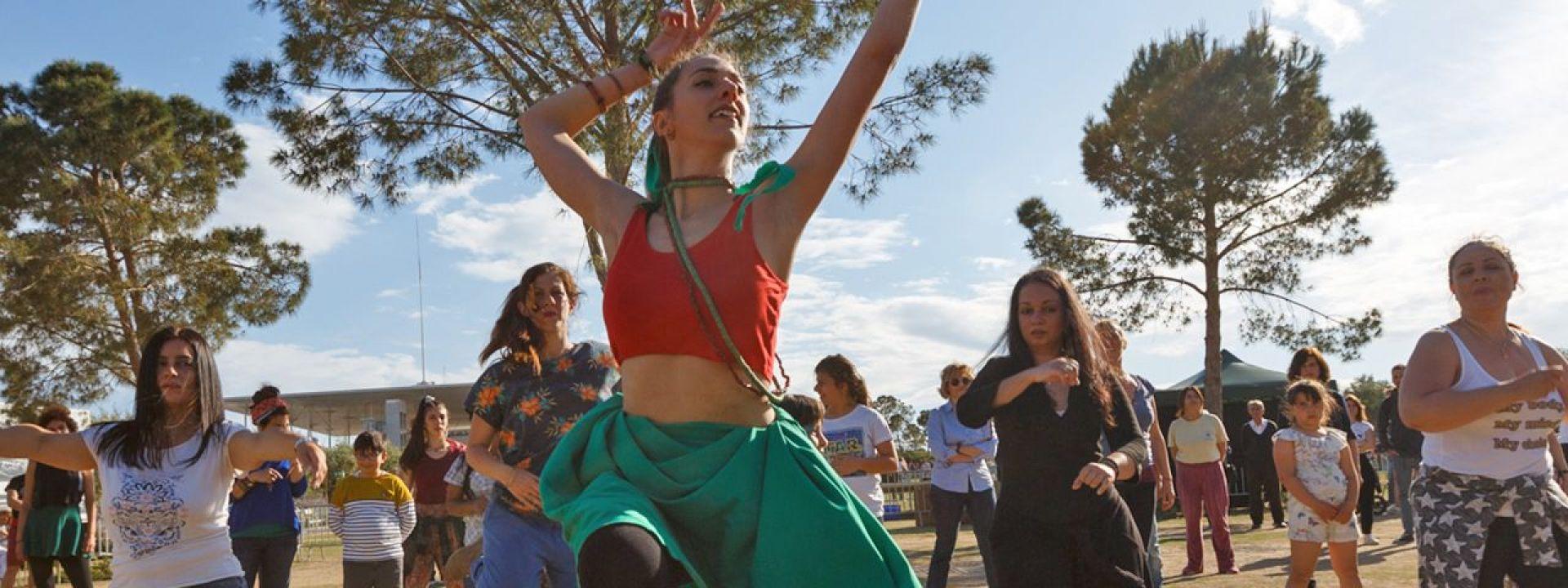 Φωτογραφία από άτομα που χορεύουν Αφροβραζιλιάνικο Χορό