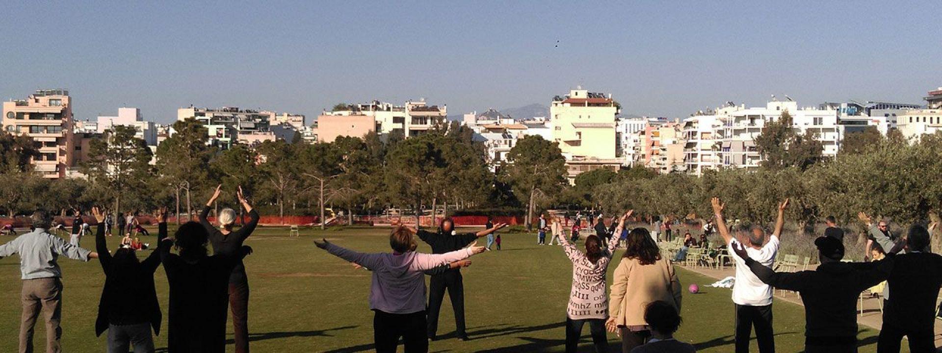Φωτογραφία που απεικονίζει ανθρώπους που αθλούνται στο Πάρκο Σταύρος Νιάρχος