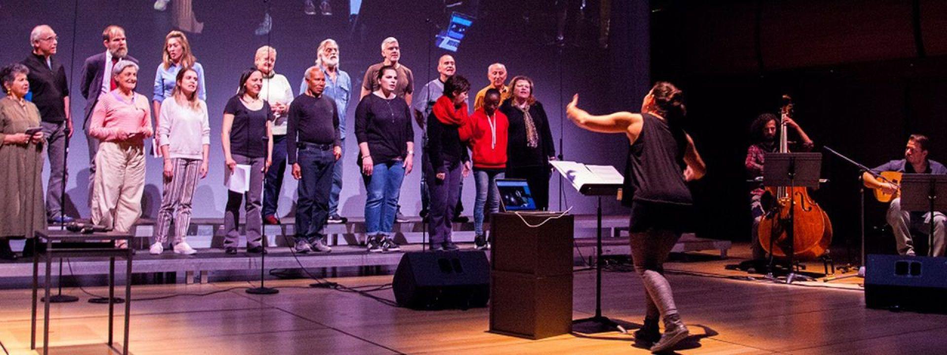 Φωτογραφία από την διαπολιτισμική χορωδία της ΕΛΣ
