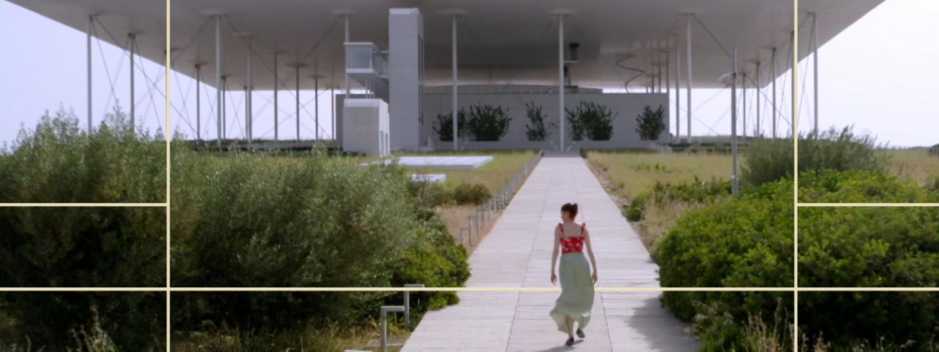 """Φωτογραφία από την ηθοποίο Κόρα Καρβούνη στο Πάρκο Σταύρος Νιάρχος, στο πλαίσιο της σειράς """"Μια Βόλτα στο Πάρκο"""""""