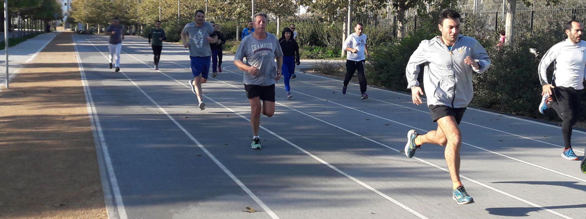 Φωτογραφία από μια ομάδα που εξασκείται στο τρέξιμο στο ΚΠΙΣΝ