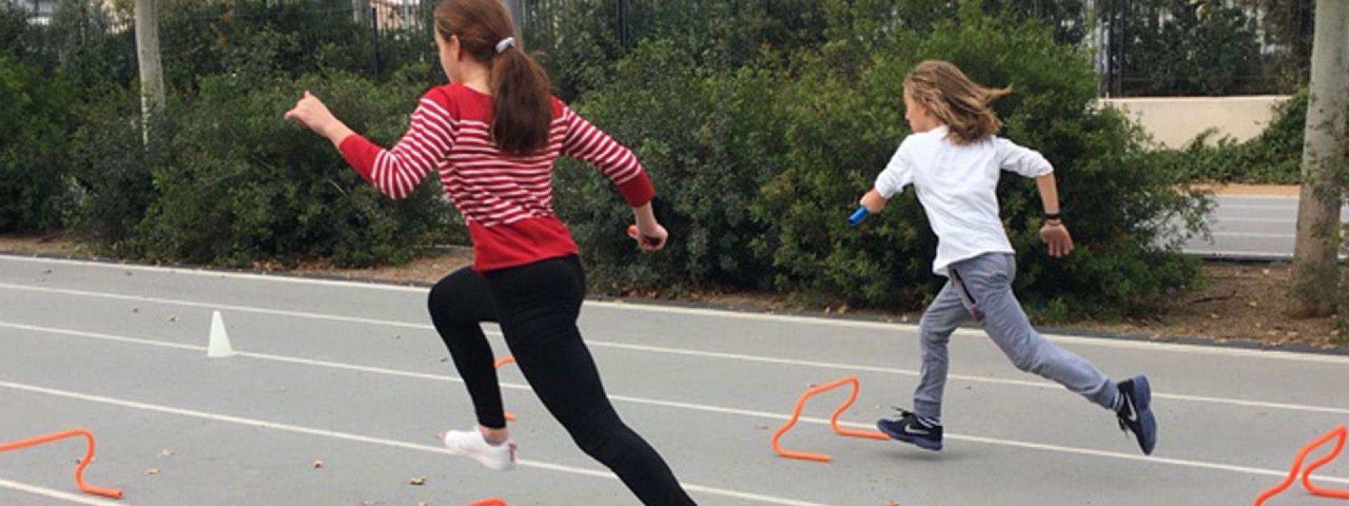 Φωτογραφία απο παιδιά που παίζουν στιβομαχίες