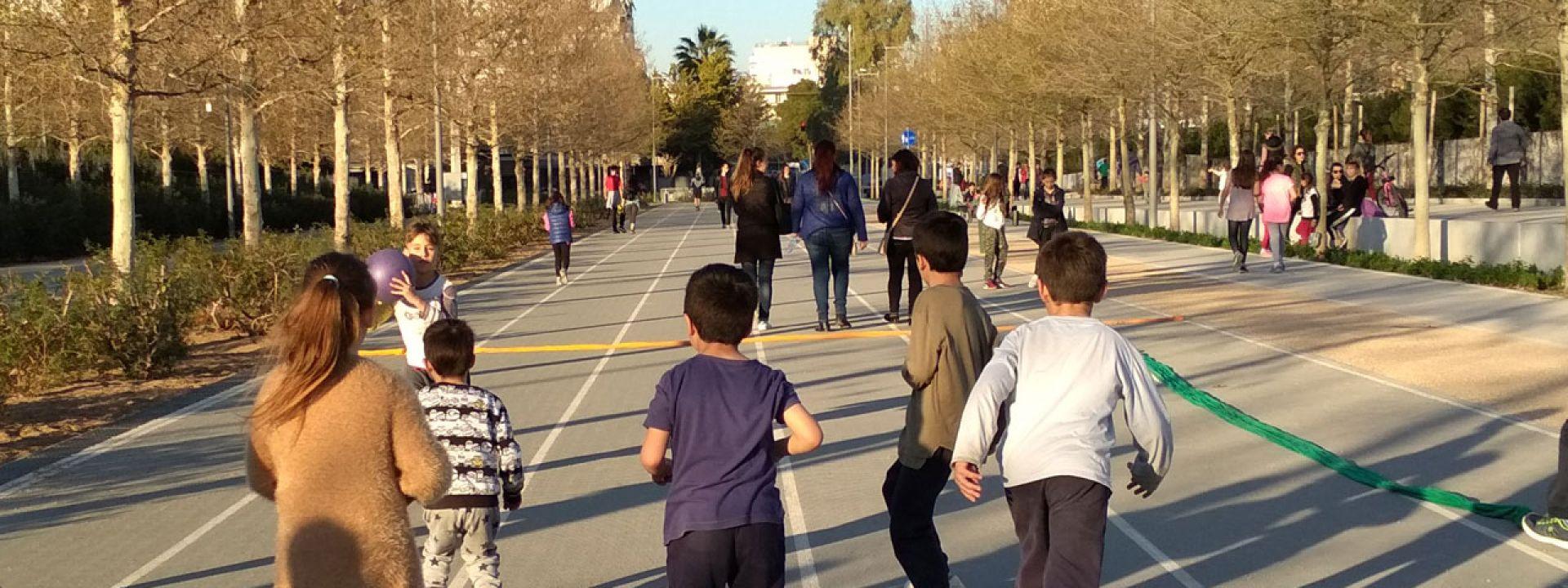 Φωτογραφία από παιδιά που τρέχουν και παίζουν στο ΚΠΙΣΝ