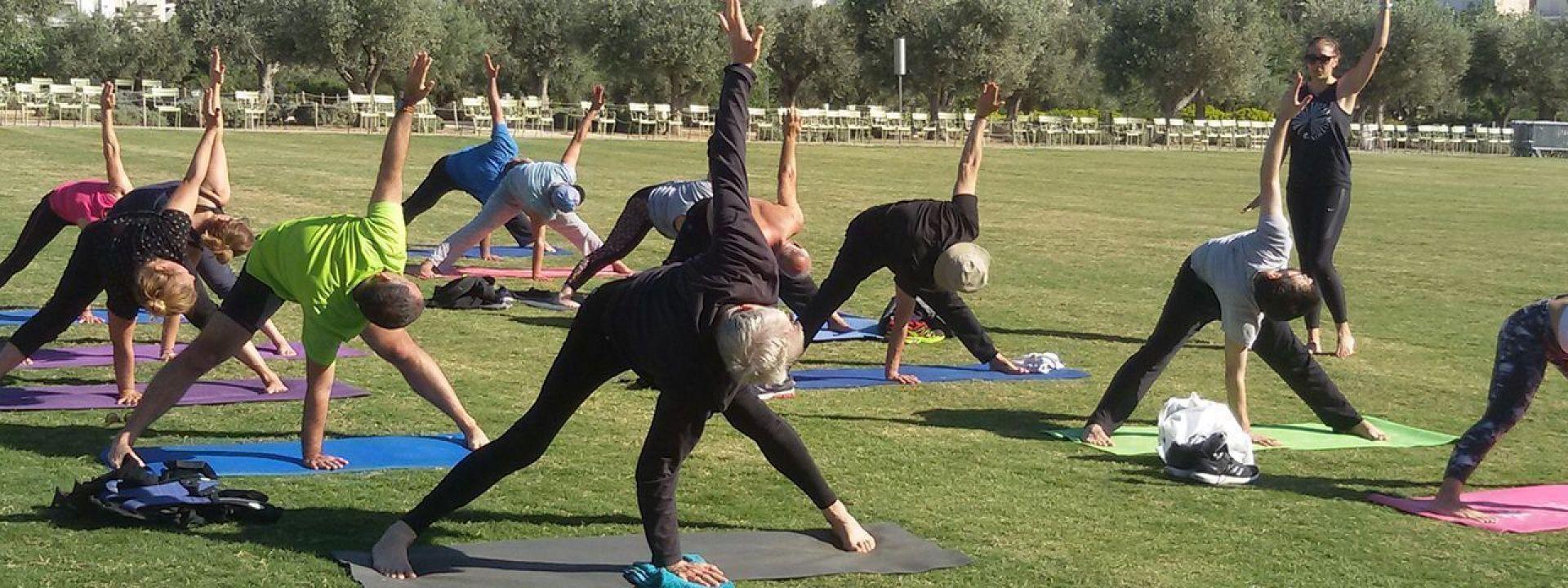 Φωτογραφία που απεικονίζει τη δραστηριότητα yoga