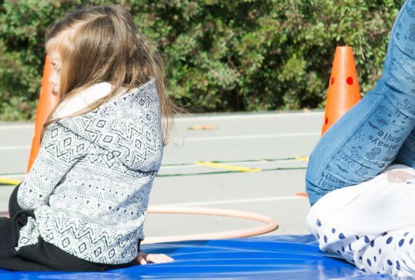 Φωτογραφία από παιδιά που αθλούνται στο Πάρκο Σταύρος Νιάρχος