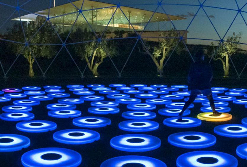 Photo of the light installation The Pool at the Stavros Niarchos Park