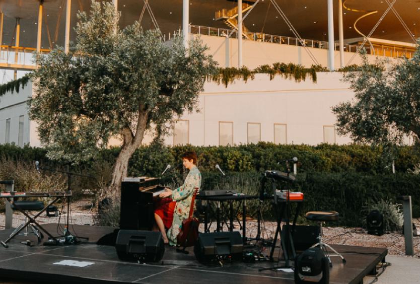 Προβολή της μαγνητοσκοπημένης συναυλίας της Nalyssa Green στο Πάρκο Σταύρος Νιάρχος - Εικόνα