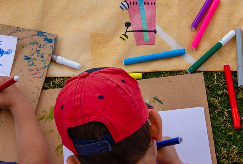 Παιδιά που ζωγραφίζουν