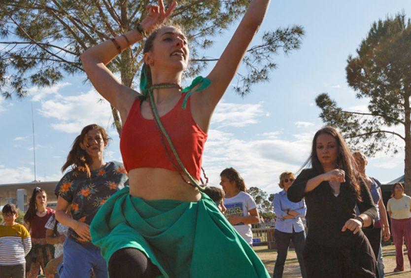 Φωτογραφία από μάθημα Αφροβραζιλιάνικου χορού στο Πάρκο Σταύρος Νιάρχος