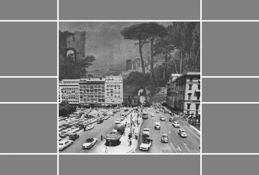 Ασπρόμαυρη φωτογραφία που απεικονίζει την παλιά αρχιτεκτονική της πόλης