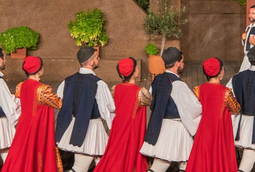 Μαθήματα παραδοσιακού χορού Δόρα Στράτου