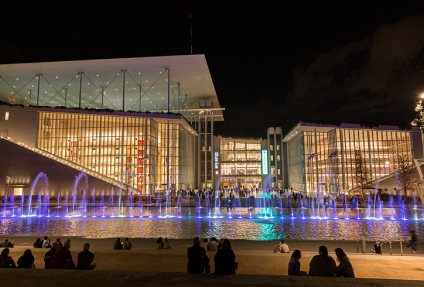 Daily Thematic Choreographies of Dancing Fountains at the Canal - Εικόνα