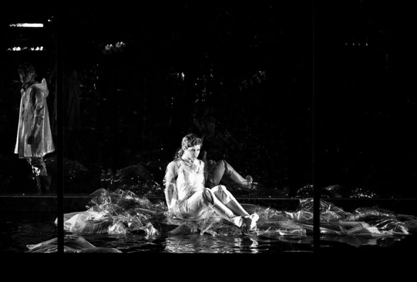 The SNFCC announces its collaboration with Yannis Houvardas on the play Someone is going to come by Jon Fosse - Εικόνα