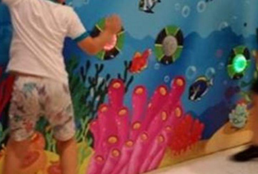 Φωτογραφία απο παιδιά που παίζουν σε Interactive Wall
