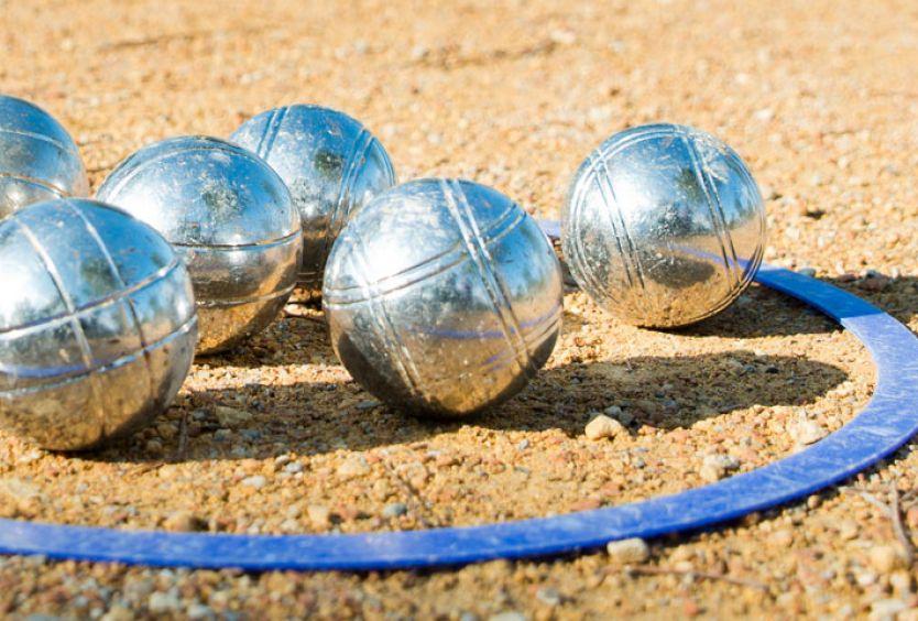 Φωτογραφία από ειδικές σιδερένιες μπάλες που χρησιμοποιούνται στο petanque