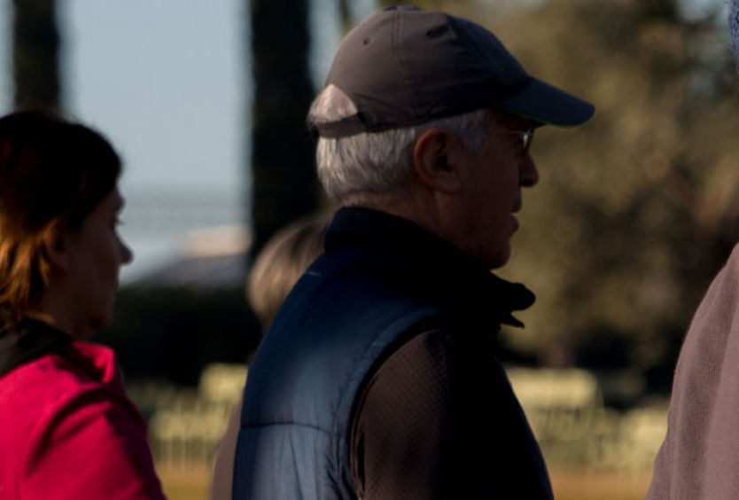 Φωτογραφία από άτομα 65 ετών και άνω που αθλούνται