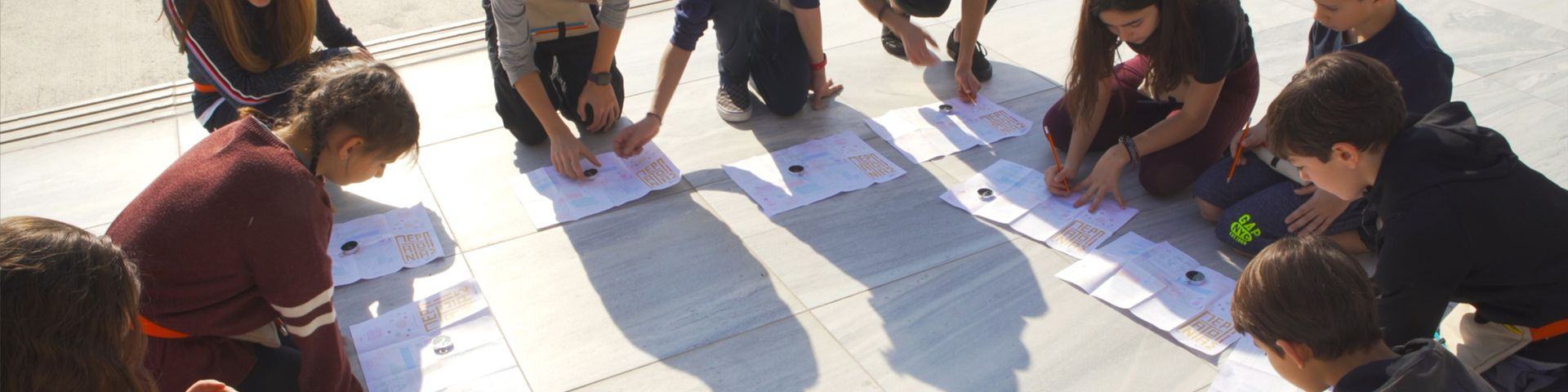 """Φωτογραφία από το νέο σχολικό πρόγραμμα του ΚΠΙΣΝ """"Οι Σχολικές Τσάντες"""""""