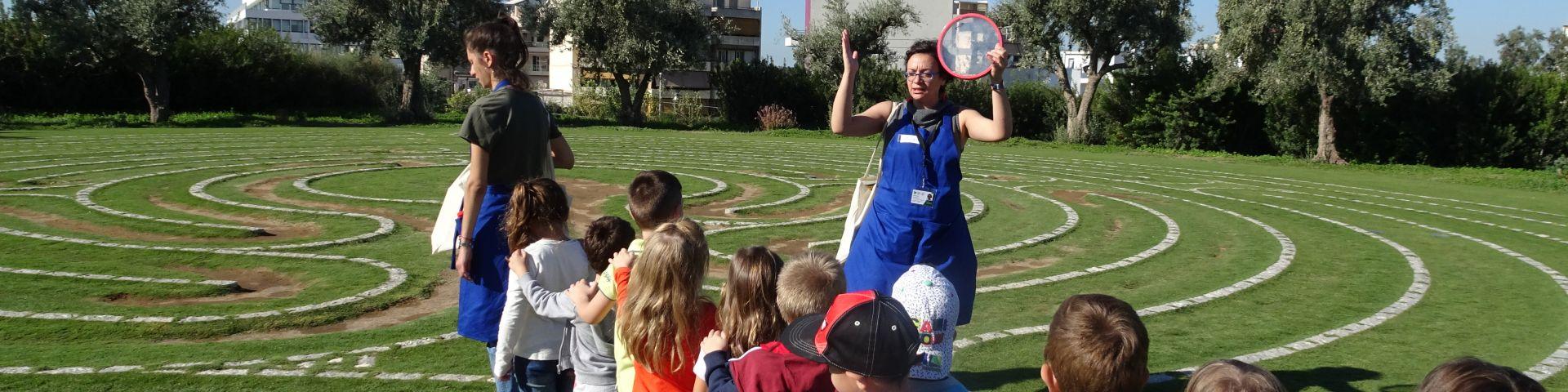 Φωτογραφία με μαθητές στο Πάρκο Σταύρος Νιάρχος - σχολικά προγράμματα